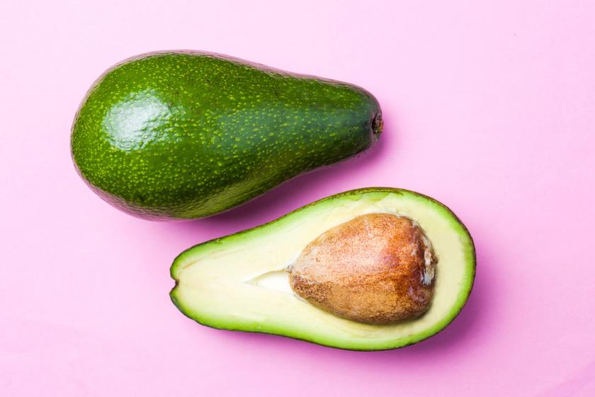 Az avokádó rosttartalma kiemelkedően magas, de nem szabad elfelejteni, hogy mindemellett viszonylag magas a zsír- és kalóriatartalma is.