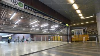 A négyes metró elé esett egy utas a Fővám térnél