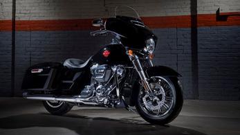 Már a gyárban lekapták a felesleget a Harley Electra Glide-ról