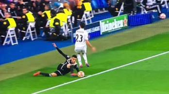 Kint volt a labda a harmadik Ajax-gól előtt?
