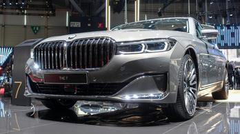 Az új 7-es BMW dögös. Jó szögből nézve