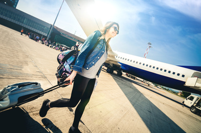reptér repülőtér nő utazás (2)