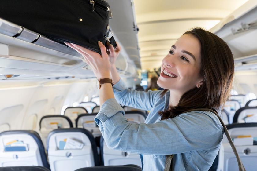 reptér repülőtér nő utazás (4)