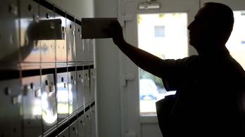 Túlórázhatnak a postások a brüsszelezős levelek miatt