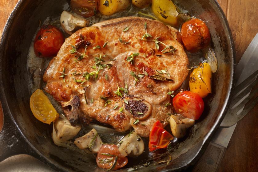 Zöldségekkel sült, szaftos, fűszeres tarja - Vajpuha lesz a hús