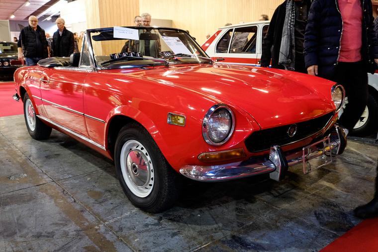 Nemcsak szép autó, de baromi jó is: Fiat 124 Spider 1973-ból, még a krómlökhárítós változat, ami értékesebb