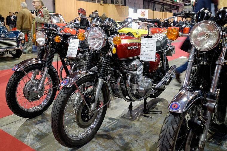 Egy nem annyira nagyon korai, tehát 1974-es Honda CB750 Four, restaurálás óta 270 kilométerrel 12 900 euróért