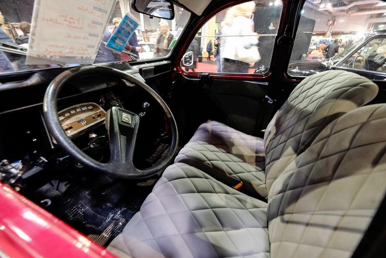 Az 1988-as, 30 ezer kilométert futott 2CV-t 17 ezer euróra taksálták, pont annyira, amennyiért én az Alfa Bertonémet vettem tavaly