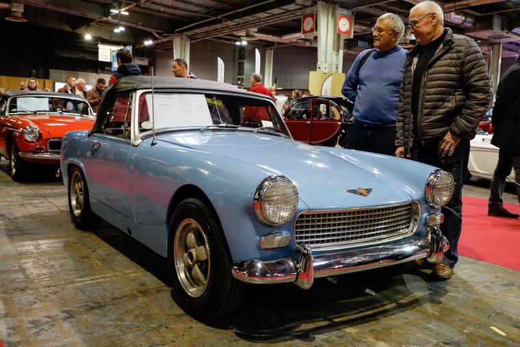 Finom, stílusos módosításokkal és babakék fényezéssel dobták fel az 1964-es Austin-Healey Sprite-ot