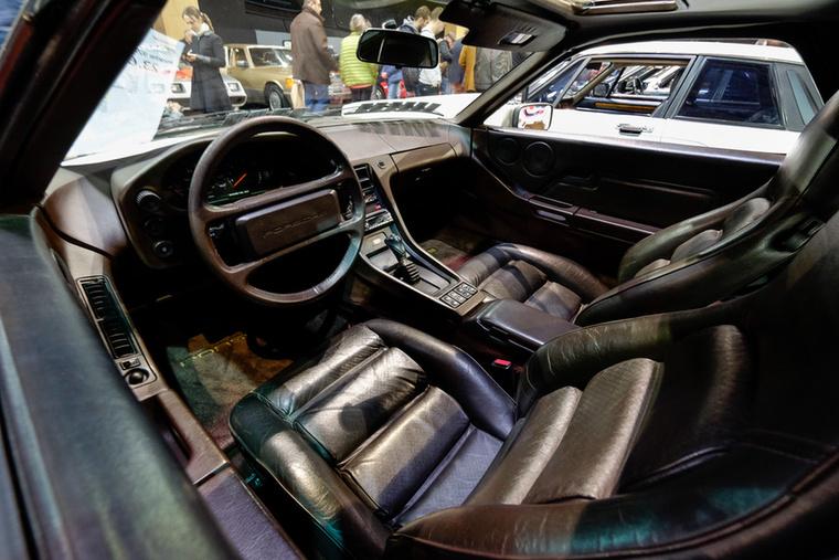 Sokat rontott ennek a 928-asnak az árán, hogy az a Mercedes-féle háromgangos automata volt benne, amit mindenki utál