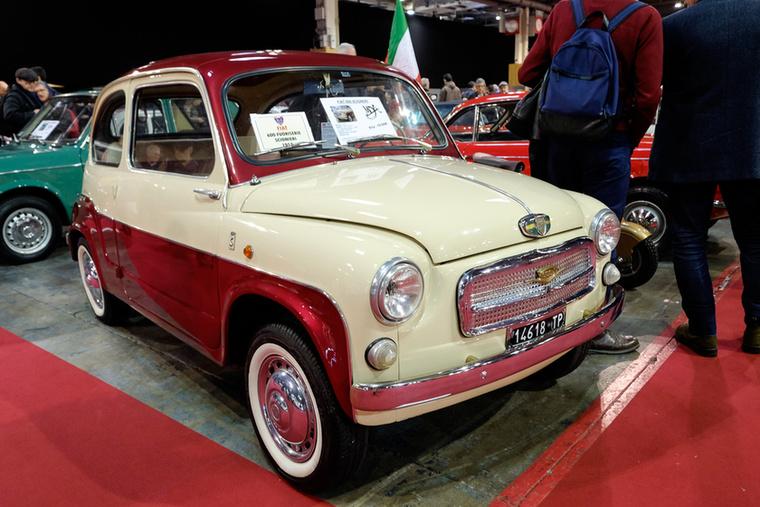Ha már 600-as Fiat akkor jöjjenek még a sivatagi szarvasgomba-ritkaságú egyedek: egy 600 Scioneri 1958-ból, fullra restaurálva