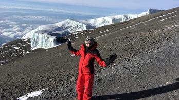 11 éves magyar kislány a Kilimandzsáró csúcsán