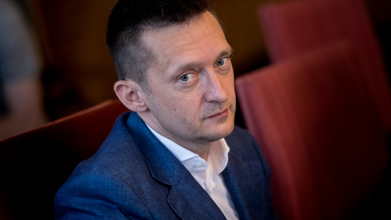 Orbán's cabinet minister: Weber tries to appease the pro-migration left
