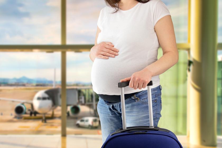 Még a trombózis kockázatát is megnöveli: néhány fontos szabályt be kell tartani, ha várandósan repülsz