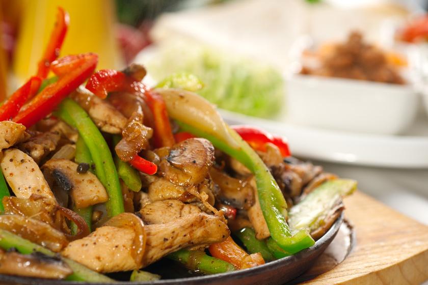 Egyedényes csirkés fajita 30 perc alatt: csodás mexikói ízek a konyhádban