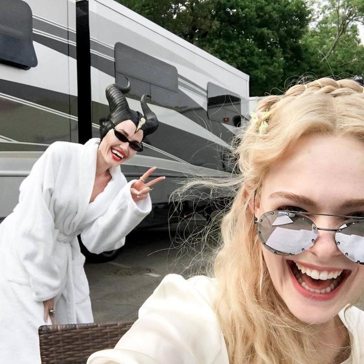 Angelina Jolie és Elle Fanning a Maleficent: Mistress of Evil (2019) forgatásán