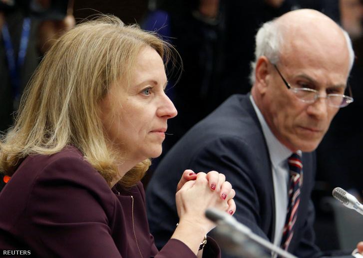 Nathalie Drouin, kanada igazságügyi miniszterhelyettese és védőügyvédje, Clerk Michael Wernick várják, hogy tanúskodjanak a belügyminisztérium igazságügyi bizottsága előtt 2019. március 6-án.