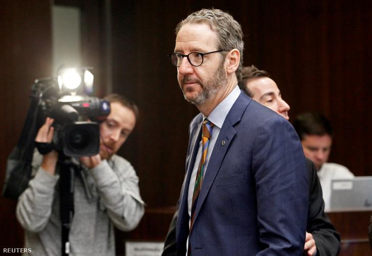 Gerald Butts, lemondott miniszterelnöki főtanácsadó távozik meghallgatásáról 2019. március 6-án.
