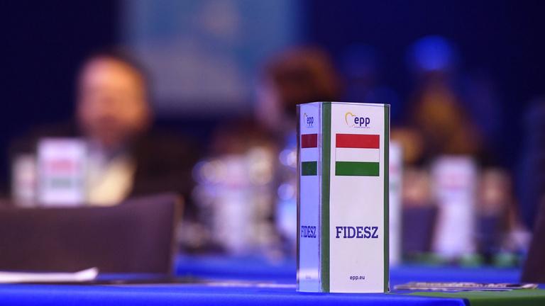 Mutatjuk, hogy kik a Fidesz támogatói és ellenfelei a Néppártban
