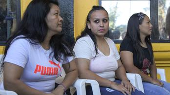 Tíz év után szabadultak az abortusz miatt elítélt salvadori nők