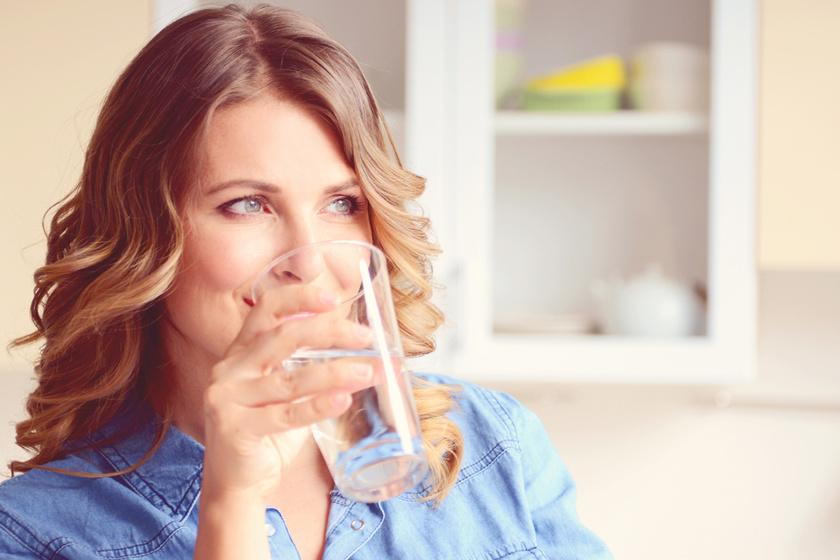Mindennap 3,5 liter vizet ivott meg a nő - Megmutatta, hogy változott meg az arca