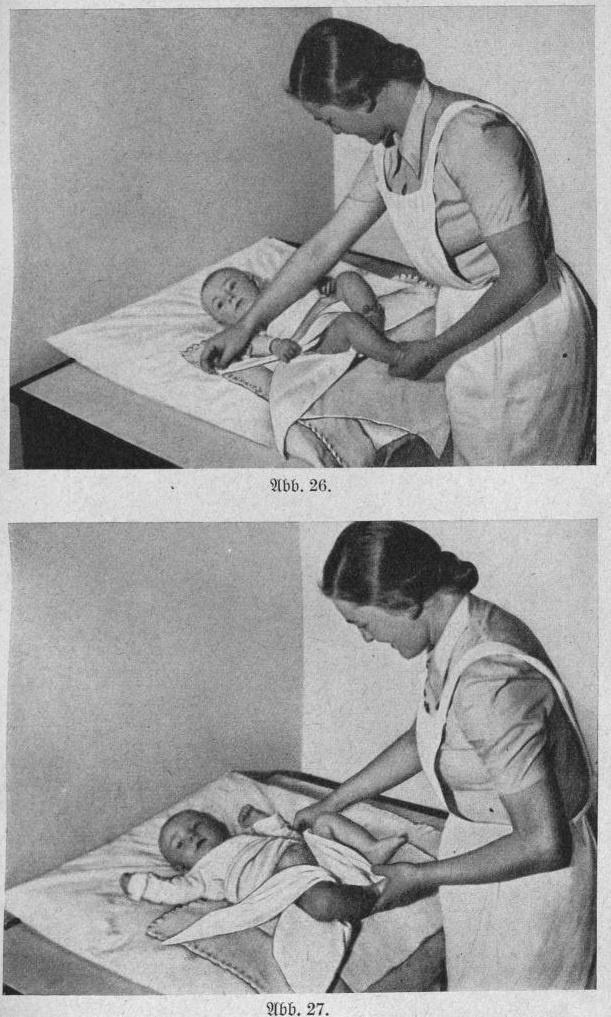 A pelenkázás fázisai A német anya és első gyermekében