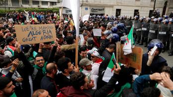 Káoszra figyelmeztet az algériai elnök