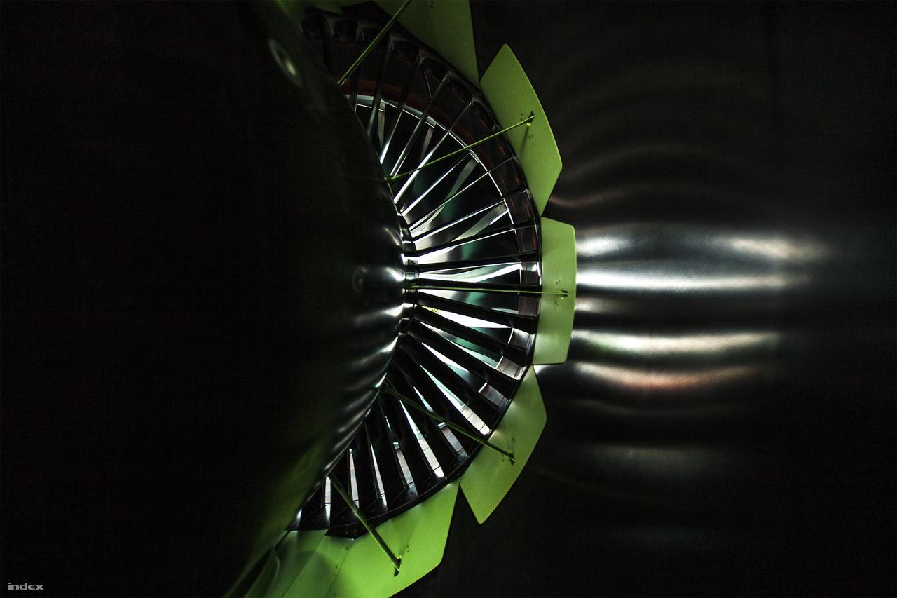 Az A321neo kevesebbet fogyaszt elődjénél, egyórányi repüléssel 800 kg üzemanyagot éget el hajtóművenként. A hangzatos 20 százalékos csökkenés ugyanakkor az A320-hoz képest és ülésszámra lebontva értendő.