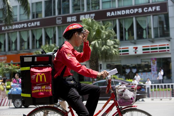 Házhozszálítás biciklivel Futian tartományban, Kínában
