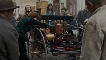 Szuper kisfilmet forgattak a történelem első autós tankolásáról