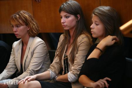 Stohl lányai apjuk tavalyi bírósági tárgyalásán