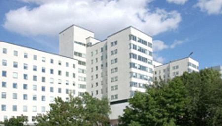 Ha dögös nővér vagy, dolgozhatsz itt nyáron!