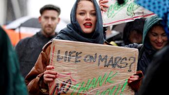 Hollandiában tízezrek tüntettek a tisztességes klímapolitikáért