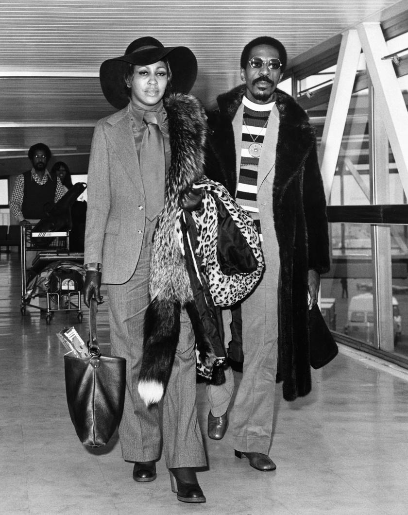 Évekig bántalmazta férje Tina Turnert - állítja az énekesnő mindkét önéletrajzi könyvében.