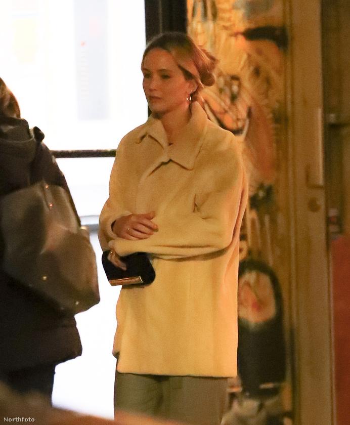 Múltkor már láthattuk menyasszonyként, teljes pompájában megjelenni a színésznőt egy párizsi divatbemutatón.