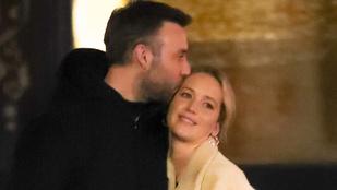 Úristen! Hát Jennifer Lawrence még mindig mennyire imádja vőlegényét?!