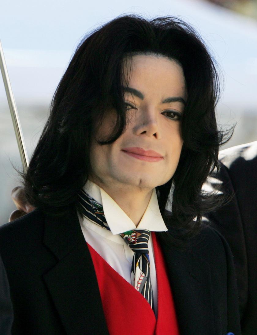 A Neverland elhagyása című botrányos dokumentumfilmben két férfi, Wade Robson és James Safechuck állította azt, hogy Michael Jacksonszexuális kapcsolatot létesített velük gyermekkorukban.