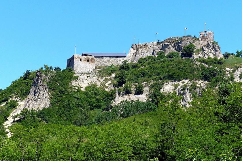 Szomorú szerelmi história kísért ma is a siroki várban: minden napnyugta után megtörténik