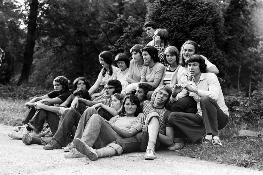 A megfáradt csapat 1971-ből. A fiúk hajviseletén is tükröződik az évtized.