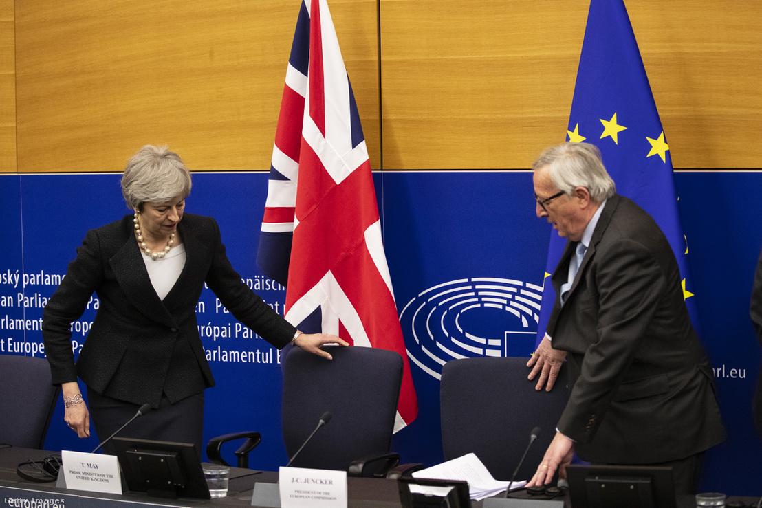 Theresa May és Jean-Claude Juncker a strasbourgi tárgyaláson 2019. március 11-én.
