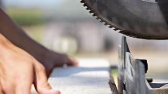 Biztosítási csalás miatt lefűrészelte a kezét egy szlovén nő