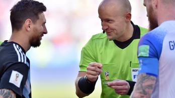 Belehúzott a bíróval a Barca a Lyon ellen