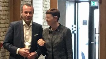 Manfred Weber ma jött Magyarországra, és rögtön a CEU-ra ment