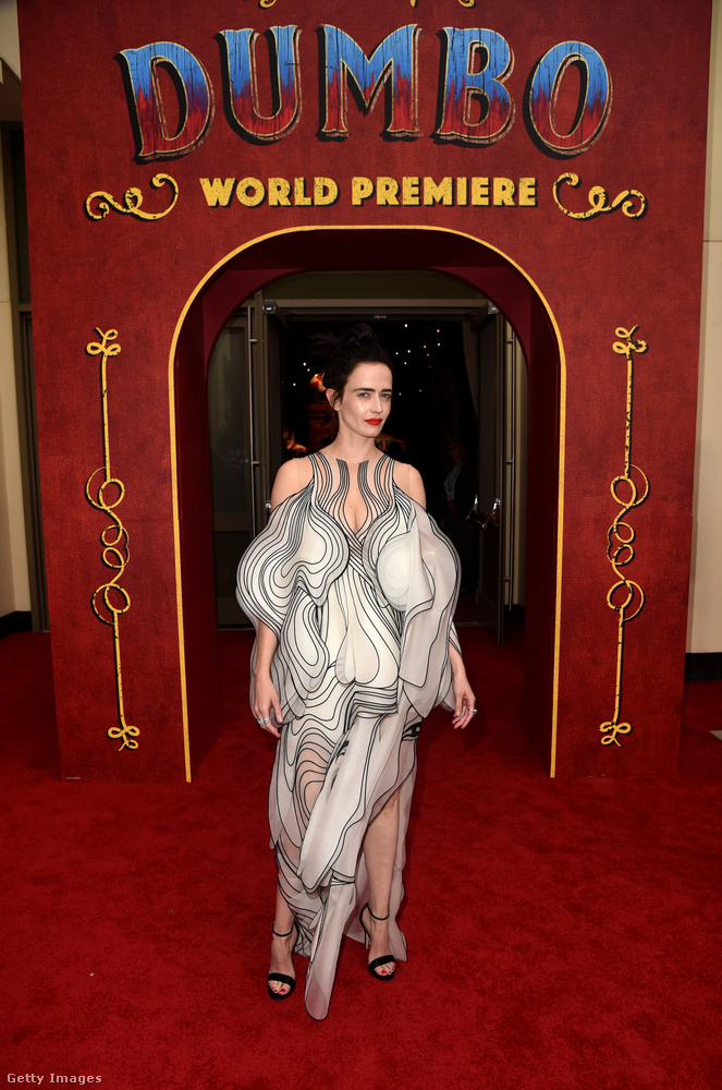 Na de inkább nézzük az esemény többi hírneves résztvevőjét, kezdve Eva Greennel, aki Angelina Jolie-val elletntétben szerepel is a Dumbóban.
