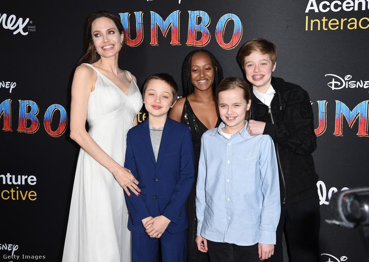 Névsorolvasás balról jobbra haladva: Angelina Jolie, Knox Leon Jolie-Pitt, Zahara Marley Jolie-Pitt, Vivienne Marcheline Jolie-Pitt, valamint Shiloh Nouvel Jolie-Pitt.