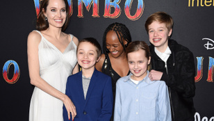 Angelina Jolie elvitte a gyerekeket a Dumbo premierjére