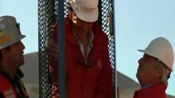 Elérte a fúrópajzs a chilei bányászokat