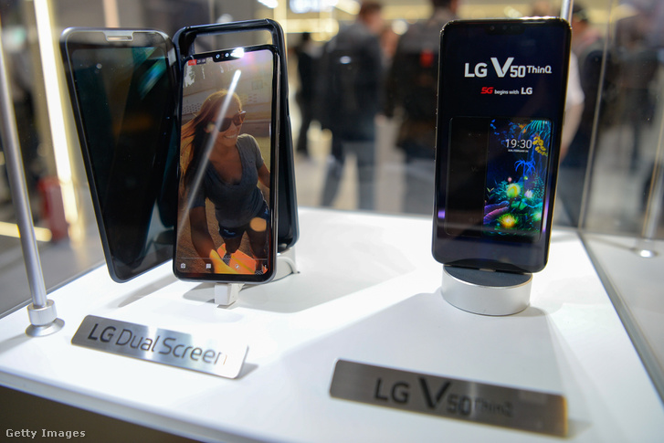 LG Dual screen és V50 telefonok a 2019. február 29-i Mobile World Congress-en