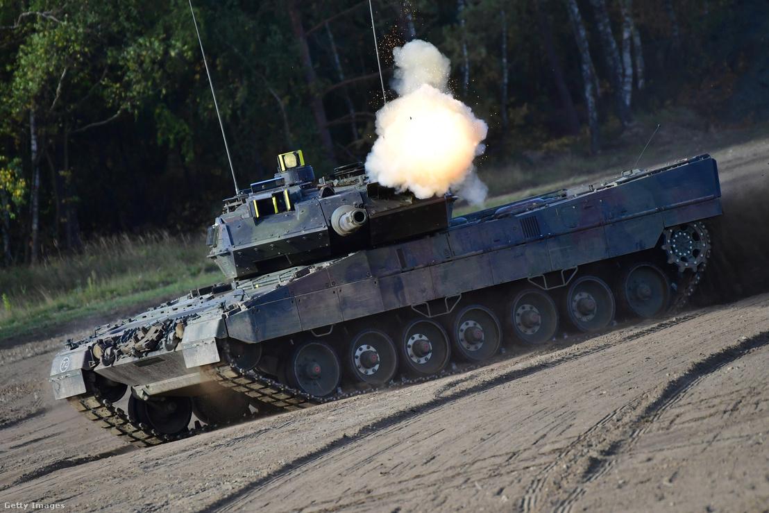 A Bundeswehr Leopard 2A7 tankja egy háromnapos gyakorlaton Németországban 2018 szeptemberében.