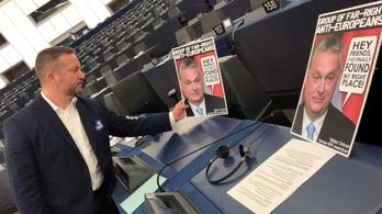 Ujhelyi kijelölte Orbán helyét az EP-ben